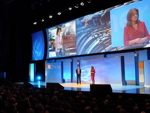 """Gartner lud zur """"ITxpo 2010"""" ins südfranzösische Cannes. (Bild von der Keynote der Analysten Yvonne Genovese und Rakesh Kumar)"""