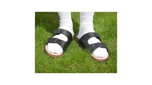 Birkenstocks mit weißen Socken sind als Business-Dresscode nicht erlaubt.
