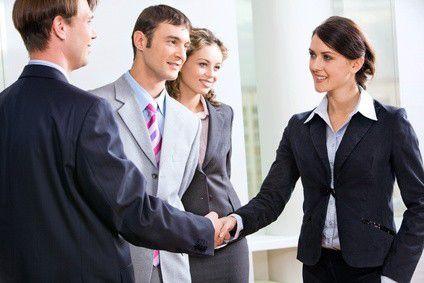 Berufseinsteiger sollten darauf achten, dass ihr Arbeitgeber ihnen Trainingsprogramme in Aussicht stellt.