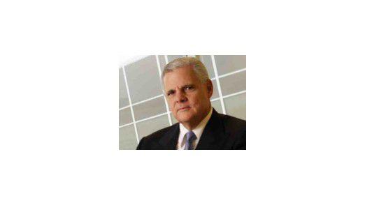 Joe Tucci, CEO von EMC, dominiert bisher die Übernahmeschlacht unter den Speicheranbietern. Doch die anderen Hersteller sind ihm dicht auf den Fersen.