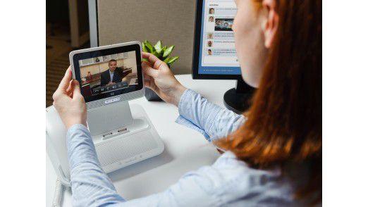 Das Cius bringt mit, was dem Apple iPad fehlt: Funktionen zur Integration in der Unternehmens-IT. Im Bild wird der Cius mit Hilfe der Docking Station zum Tischtelefon.