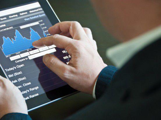 Damit Mitarbeitern die tägliche Arbeit mit Daten leichter fällt, sollte der Einsatz von privaten Tablets und Smartphones für die Analyse erlaubt werden.