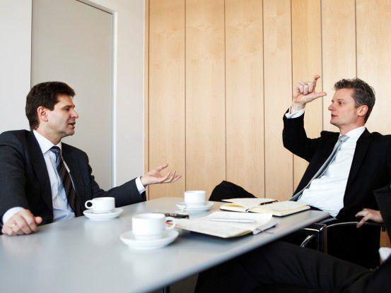 Ralf Schneider (links) und Ralph Haupter lieferten sich einen verbalen Schlagabtausch