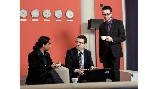 IT-Berater Clemens Blamauer (Mitte) arbeitet mit Kollegen aus Indien, der Slowakei, Großbritannien und Australien zusammen - gute Englischkenntnisse sind deshalb selbstverständlich.