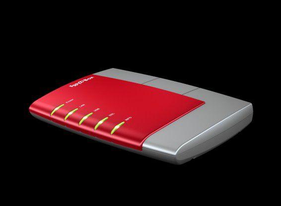 Den Auftakt der All-in-One-Boxen aus Berlin machte im April 2004 die erste Fritzbox im roten Gehäuse, die Ethernet-Geräten den Internetzugang per DSL ermöglichte.