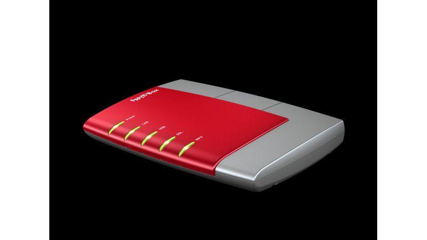 Startschuss: Den Auftakt der All-in-One-Boxen aus Berlin machte im April 2004 die erste Fritzbox im roten Gehäuse, die Ethernet-Geräten den Internetzugang per DSL ermöglichte.