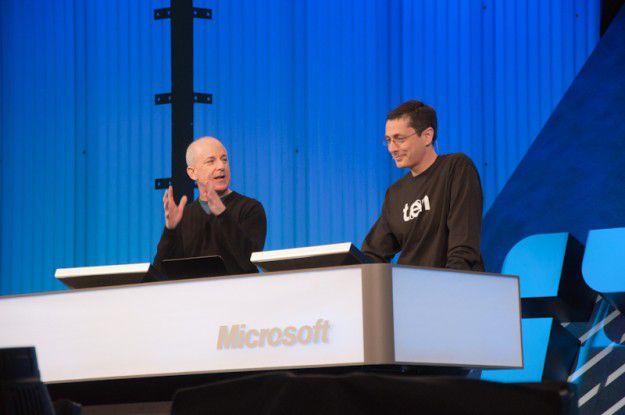 Die Microsoft-Schwergewichte Steven Sinofsky (links) und Dean Hachamovitch (rechts) demonstrieren die Plattform Preview des IE10.