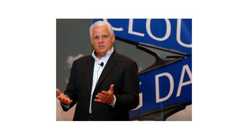 Keine Zweifel an der Cloud: EMC-Boss Joe Tucci setzt weiterhin voll auf die Cloud, auch wenn Technik und Sicherheit nicht immer einwandfrei sind.