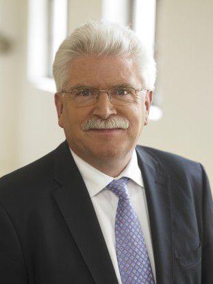 """Bayerns Wirtschaftsminister Martin Zeil wirbt für die """"Mobilfunk-Hauptstadt München""""."""