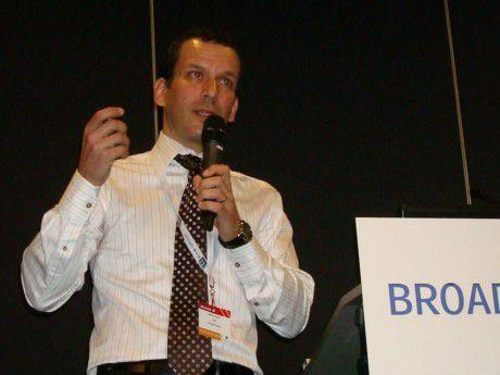 """""""Rechenzentren werden zum Rückgrat der globalen gesellschaftlichen, wirtschaftlichen und politischen Infrastruktur. Dieser Verantwortung muss die Branche gerecht werden"""": Aaron Davis, Chief Marketing Officer, Schneider Electric"""