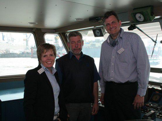 von links: Birgit Wittenbreder, Kai Thile, Schiffsführer, Dieter Schoon