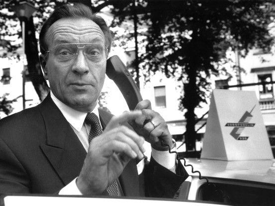 Harri Holkeri beim ersten GSM-Telefonat