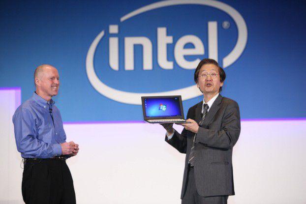 Auf der Computex 2011 in Taipei haben Intels Executive-Vize Sean Malony zusammen mit Asus-Chairman Jonney Shi das erste Ultrabook präsentiert.