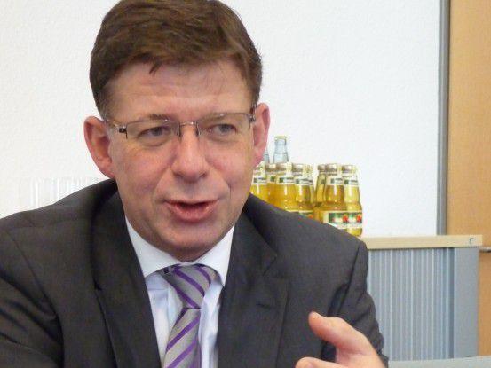 Reinhard Clemens, T-Systems: Dienste, die uns nicht vom Wettbewerb unterscheiden, werden wir künftig zusammen mit Partnern anbieten. Das betrifft gar nicht so sehr die Dienste im Infrastruktursegment, sondern eher den Systemintegrationsbereich.