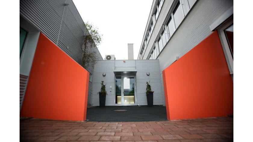 Stopp: Unbefugter Zutritt verboten - der Eingang zum Rechenzentrum bedarf eines besonderen Schutzes.