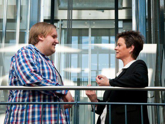 Björn Kähler war mit 17 der jüngste Mitarbeiter bei Materna: Hier im Bild mit Kerstin Aigner, Ausbildungsleiterin bei Materna.