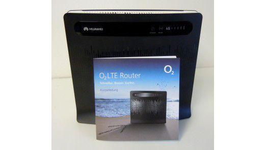 Telekom- und O2-Kunden erhalten den schwarz-weißen LTE-Router Huawei B390s-2 optisch fast unverändert.