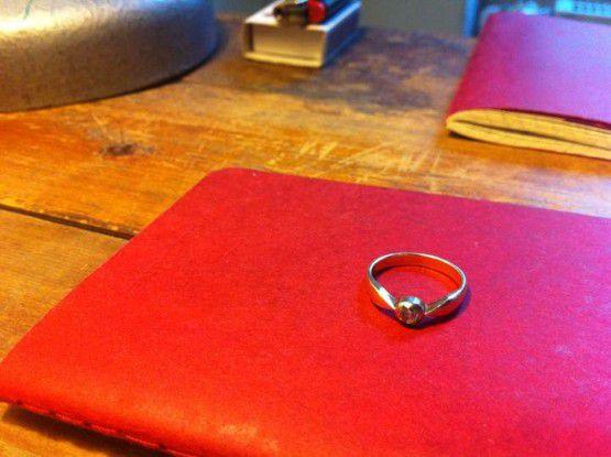 """""""Hier hast du deinen Ring zurück!"""", so oder so ähnlich verabschiedete sich eine Frau von ihrem Freund, der den Ring dann auch nicht mehr wollte."""