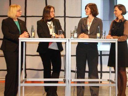 Über Existenzgründung diskutierten Marika Lulay (Mitglied des Vorstands, GFT Technologies AG), Gabriele Knödler-Bittner (Geschäftsführerin change.project gmbh), Karen Funk (Computerwoche), Viola Albrecht (innoexperts) - v.l.