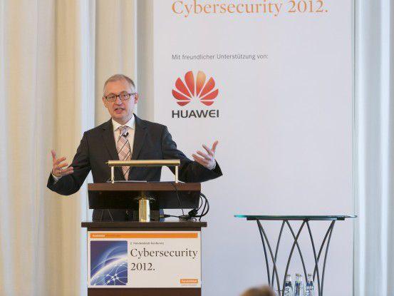 Martin Schallbruch, IT-Direktor im BMI, forderte eine bessere Zusammenarbeit zwischen Politik und Wirtschaftsvertretern beim Schutz kritischer IT-Systeme.