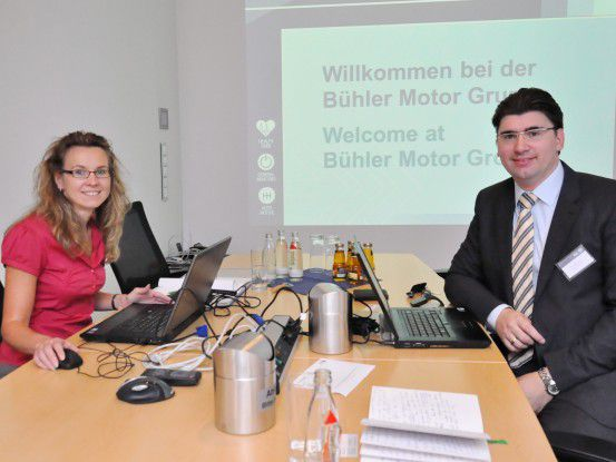 Ein eingespieltes Team: Monika Holler, Finanzanalystin bei Bühler Motor, und Berater Kuhnt arbeiten beim BI-Projekt eng zusammen.