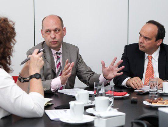 Eon-CIO Edgar Aschenbrenner (links) und T-Systems-Geschäftsführer Hagen Rickmann im Gespräch mit CW-Redakteurin Karin Quack