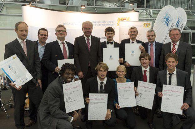 Gruppenbild: Die Sieger des T-Systems Innovations Award und des Smart Mobile Award im Rahmen der Communication World 2012 im M,O,C, München.