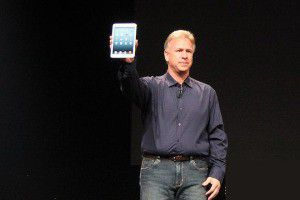 Apples Marketing-Chef Phil Schiller mit dem neuen kleineren iPad mini