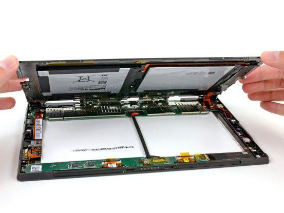 Nicht für Laien empfohlen: iFixit zerlegt ein Surface-Tablet.