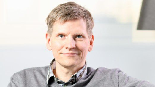 Frank Roebers hat in seinem Unternehmen, Liquid Feedback eingeführt und setzt nun das um, was die Mehrheit seiner Mitarbeiter möchte.