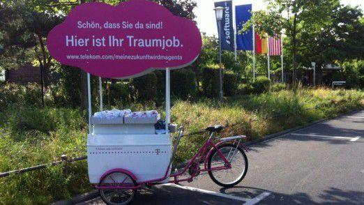 Die Telekom will mit Stellenabbau in der Verwaltung Kosten sparen.