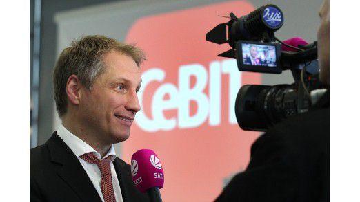 """Erklärt den Kollegen vom Privatfernsehen die """"Shareconomy"""": CeBIT-Chef Frank Pörschmann."""