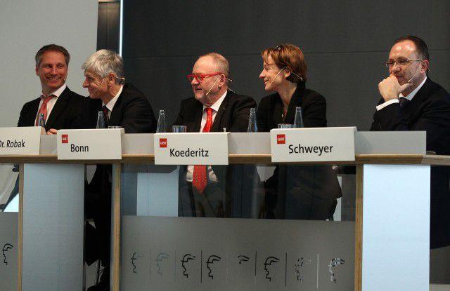 Die CeBIT-Macher von links nach rechts: Frank Pörschmann (CeBIT), Jacek Robak (Botschaft Polen), Heinz-Paul Bonn (Bitkom), Martina Koederitz (IBM), Roland Schweyer (Samsung)