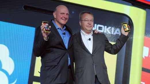 Viel Jubel, aber wenig Erfolg: Nokia-CEO Stephen Elop und Microsoft-Chef Steve Ballmer