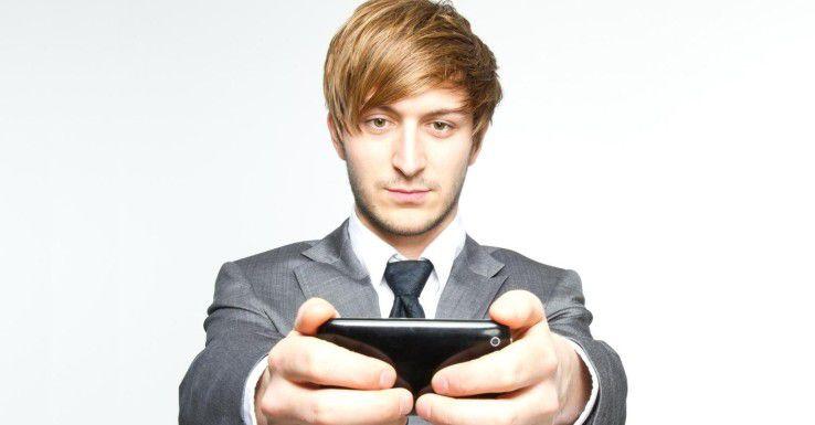 Im Hintergrund späht Antammi.b Kontakte, SMS und andere Daten aus - und tarnt sich dabei als Klingelton-Shop.
