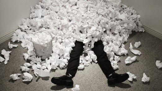 Modernes Dokumenten-Management soll helfen, nicht in Papierfluten unterzugehen.