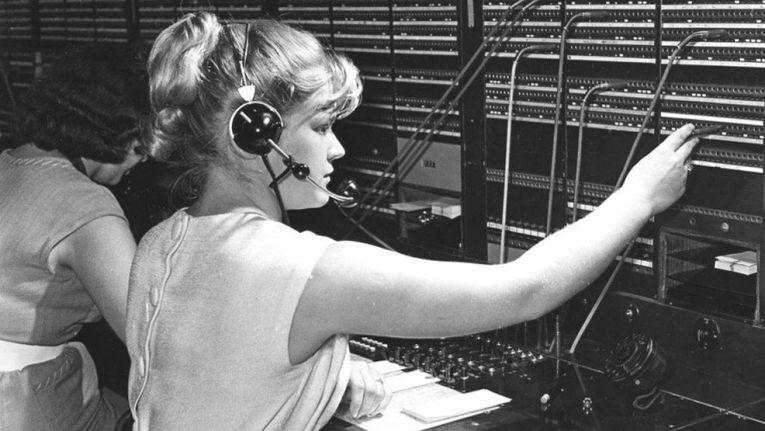 - Erst 1966 wurde die letzte Handvermittlungsstelle auf automatisierten Betrieb umgestellt. Das Fräulein vom Amt starb aus.