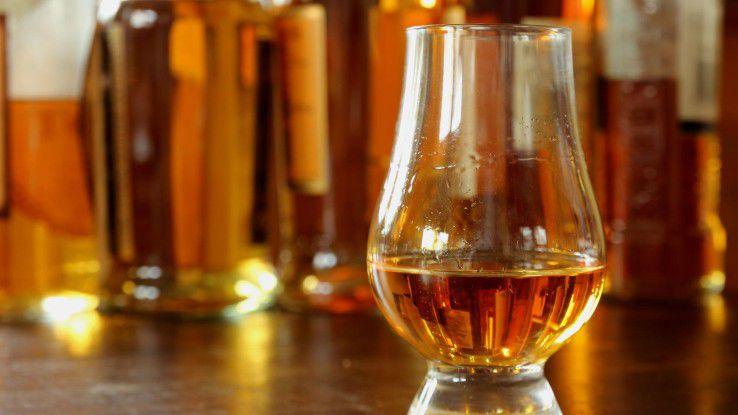 Mitarbeiter mit Alkoholproblemen kommen viele Unternehmen teuer zu stehen.