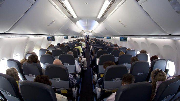 Gerade in der Enge von Flugzeugen hat man oft mehr Kontakt zu seiner Umwelt, als einem manchmal lieb ist.