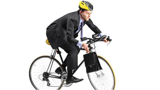 Mit dem Fahrrad zur Arbeit statt mit dem Auto - für viele längst Realität.