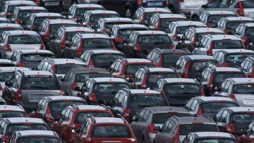 In der Autoindustrie können sich IT-Spezialisten über eine überdurchschnittliche Vergütung freuen.