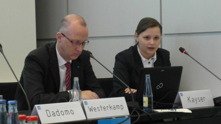 """Ina Kayser (rechts), Arbeitsmarktexpertin im VDI: """"Absolventen werden vom Markt regelrecht aufgesogen."""""""