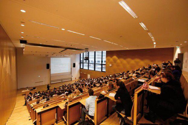 Über 41.000 Studenten und 4.500 Mitarbeiter erwarten eine störungsfreie IT.