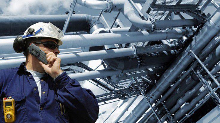Nicht nur mehr die physische Sicherheit wie der Helm ist in der industriellen Produktion von Bedeutung.