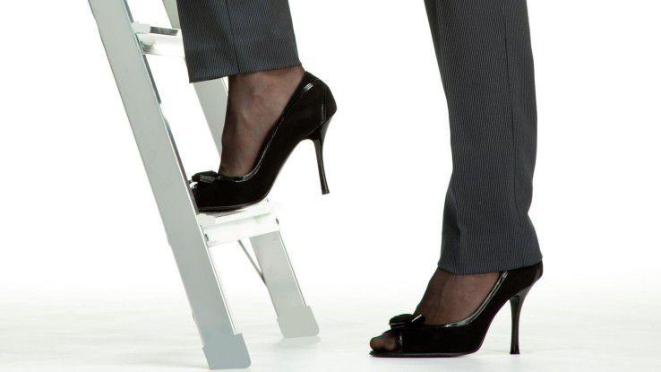 Manche Firmen machen ihren Mitarbeiterinnen das Erklimmen der Karriereleiter leichter als andere.