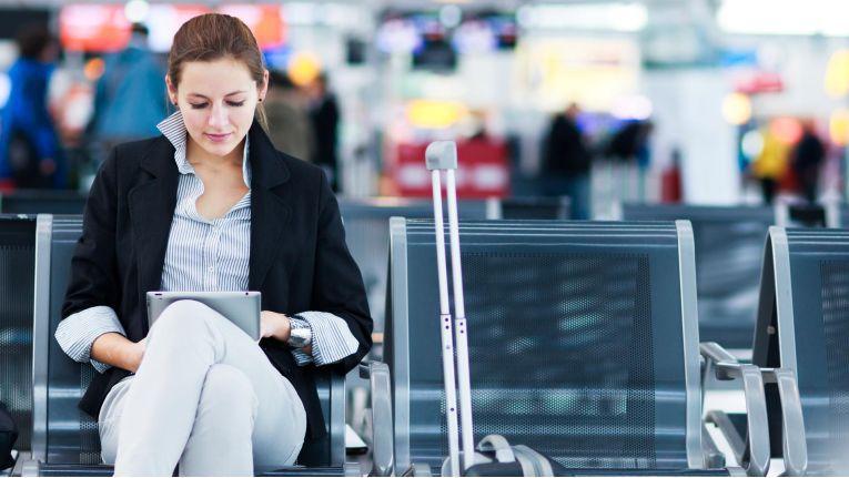 Arbeitnehmer mit häufiger Reisetätigkeit sollten mit dem Arbeitgeber eindeutige schriftliche Regelungen vereinbaren.