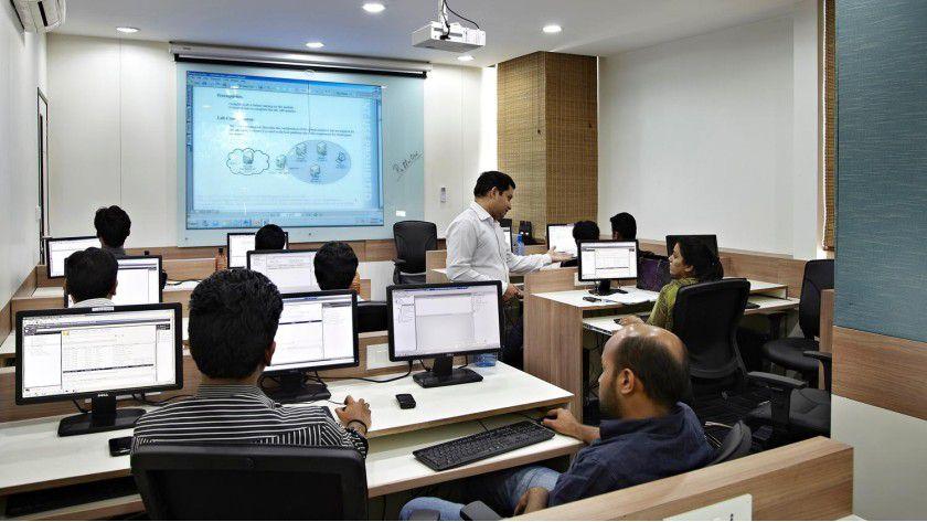 Der indische Weiterbildungsanbieter Koenig Solutions wirbt mit kleinen Lerngruppen.