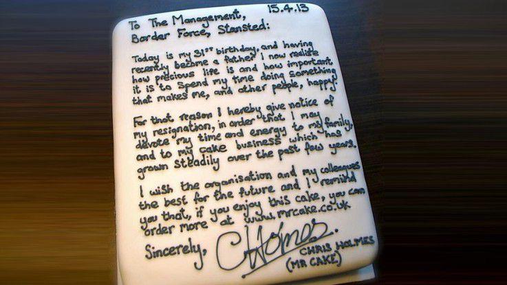 Der Londoner Flughafen-Mitarbeiter Chris Holmes verfasste sein Kündigungsschreiben auf einem selbst gebackenen Kuchen.
