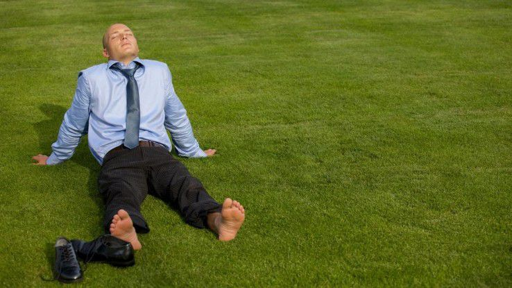 Die meisten Freelancer können den Sommer entspannt genießen - auch wenn manche Unternehmen mit dem hohen Niveau der Honorare nicht immer mitgehen wollen.
