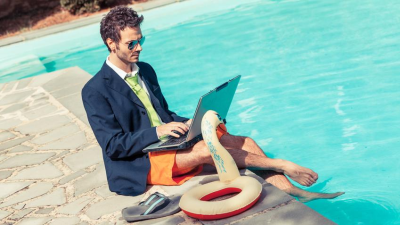 Karriereplanung: Jobsuche am Swimmingpool - Foto: william87 - Fotolia.com